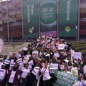 Переговоры ООН по климату демонстративно покидают сотниучастников